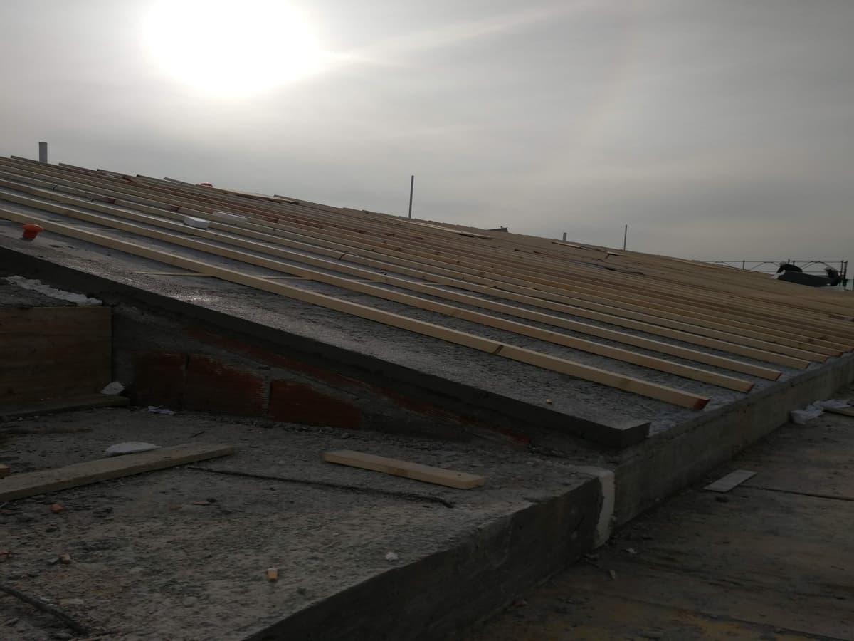 costruzione tetto legno lamellare misto