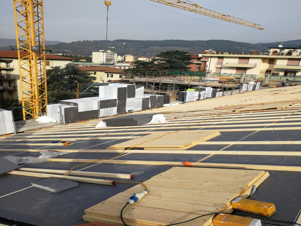 lavorazione tetto legno lamellare