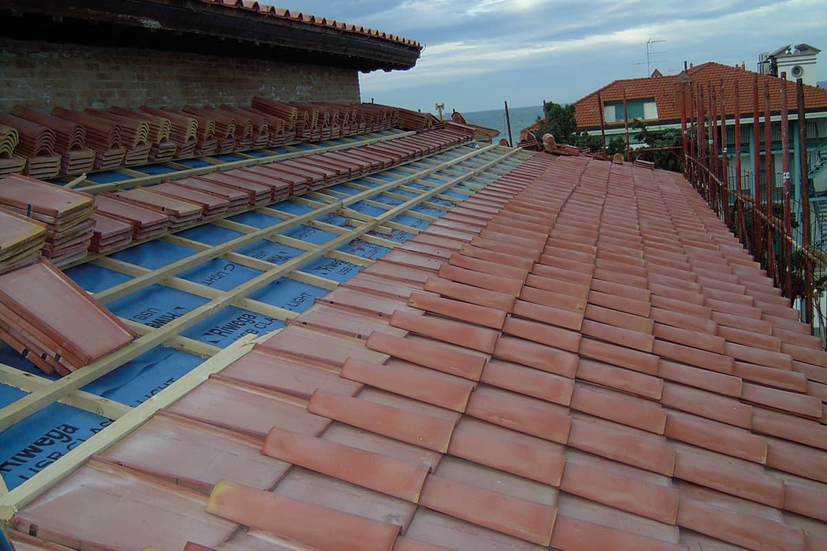 costruzione tetto ventilato in legno lamellare