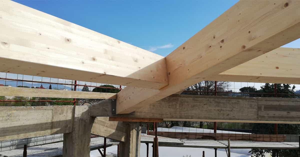 particolare connessione tetto legno