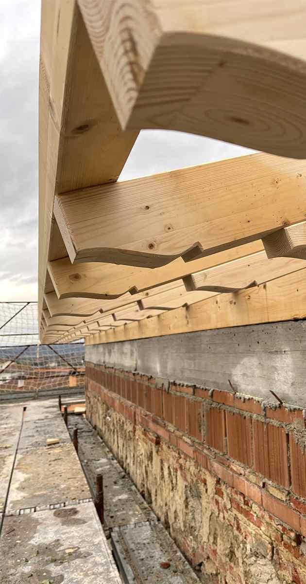 gronda verticale in legno lamellare trattato